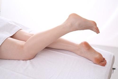 【夏こそ注意】足のつり予防法4選!こむら返りの原因、対処法を解説
